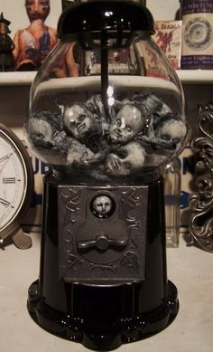 A Gothic Gumball Machine. now to find a gumball machine . and be able to keep this creepy thing in my house. Gothic Halloween, Theme Halloween, Diy Halloween Decorations, Holidays Halloween, Halloween Crafts, Happy Halloween, Creepy Halloween, 1960s Halloween, Halloween Costumes