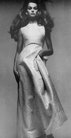 Mainbocher Fashion 1966/ Jean Shrimpton