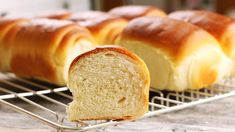 My recipe for wonderfully airy rolls that look like Buchteln on the outside . Breakfast Cookie Recipe, Cookie Recipes, Bosnian Cevapi Recipe, Food Huggers, Macedonian Food, Greek Lemon Chicken, Scandinavian Food, Bulgarian Recipes, Food Garnishes