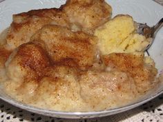 (Old fashioned dumplings with cinnamon and sugar) When I first tasted these Souskluitjies, I was completely hooked, these feather-light dumplings in a buttery sweet cinnamon sauce was absolutely a hit, I could have finished the whole batch! South African Desserts, South African Dishes, South African Recipes, Ethnic Recipes, Sago Pudding Recipe, Pudding Recipes, Malva Pudding, Tart Recipes, Dessert Recipes
