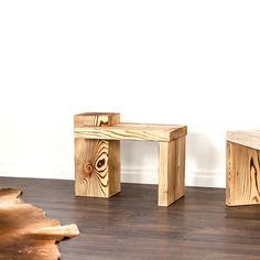 Der Beistelltisch aus geflammten Holz ist einzigartig. Wir stellen diesen gerne für Dich her. Bookends, Table, Furniture, Home Decor, Wood Working, Dinner Table, Oak Tree, Rustic, Unique