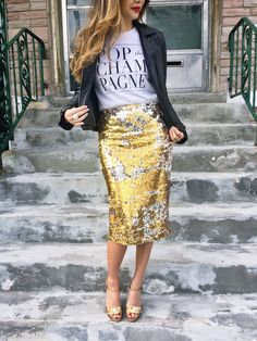 50 Trendy Skirt Blue Navy Outfit Winter 24 Easy Sytish Ways to Recreate Sequin Skirt Outfits Paillette Rock Outfit, Sequin Skirt Outfit, Gold Sequin Skirt, Sequin Pencil Skirt, Pencil Skirt Outfits, High Waisted Pencil Skirt, Pencil Skirts, Sparkle Skirt, Pencil Dresses