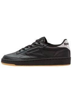 d86eb15f3a53 ¡Consigue este tipo de zapatillas bajas de Reebok Classic ahora! Haz clic  para ver los detalles. Envíos gratis a toda España. Reebok Classic CLUB C  85 ...