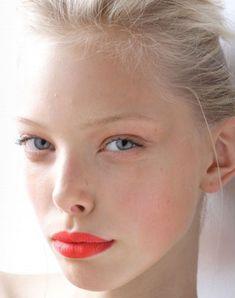 Summer wedding make-up ideas Poppy lips L'Oreal Coral Lips, Orange Lipstick, Bold Lipstick, All Things Beauty, Beauty Make Up, Hair Beauty, Kiss Makeup, Hair Makeup, Eye Makeup