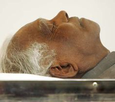 Former Indian president K. R. Narayanan's body lays in a casket for people to pay respect to in New Delhi November 10, 2005. Narayanan, 85, died of pneumonia and renal failure.  http://www.chinadaily.com.cn/english/doc/2005-11/10/xin_03110210154927207305.jpg
