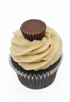 Reeses Peanut Butter Cupcake from Sian's Little Cakery, Grantham Lincolnshire. Reeses Peanut Butter Cupcakes, Peanut Butter Cups, Chocolate Cupcakes, Cupcake Flavors, Cake Makers, Desserts, Food, Tailgate Desserts, Deserts