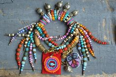 Hippie, Zigeuner, Boho, Strand Armband tribal Armband Perlen Fransen w Handel mit Perlen, Armband von BeadStonenSkin auf Etsy https://www.etsy.com/de/listing/485852305/hippie-zigeuner-boho-strand-armband