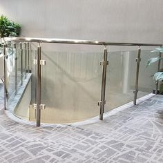 Are you looking to brighten up a dull room and searching for interior design tips? One great way to help you liven up a room is by painting and giving it a whole new look. Wood Railing, Glass Railing, Railing Design, Staircase Design, Balcony Glass Design, Mountain Dream Homes, Interior Railings, Stainless Steel Railing, Interior Design Software