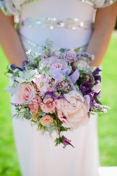 Pink and lilac rose bouquet | Photography by http://www.tarahcoonan.com/