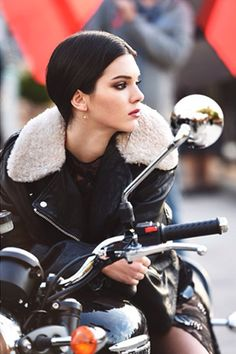 Kendall Jenner: New Face Of Estee Lauder!: Photo Congratulations to Kendall Jenner! It was just announced that he model is the new face of Estee Lauder! Kendall Jenner Estee Lauder, Kendall E Kylie Jenner, Kardashian Jenner, Kendall Kardashian, Lady Biker, Biker Girl, Motos Vintage, Jenner Girls, Motorbike Girl