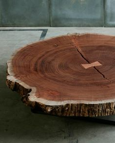 Contemporary coffee table in solid wood  'TRUNK' by Heerenhuis Manufactuur.