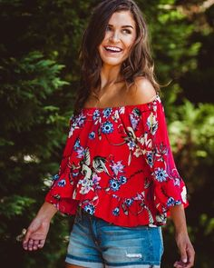 It's halfway to the weekend!! Treat yourself to new arrivals! #lizardthicketboutique #lizardthicket #humpday #floral #offtheshoulder #floral #socute