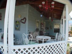 The Front Porch - Victorian Lane B&B