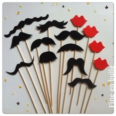 Kit photo booth 10 moustaches noire et 4 bouches rouges