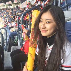 😊💖 — this is predebut photo of Chaeryeong at baseball game ⚾ Yongin, South Korean Girls, Korean Girl Groups, Sweet Girls, Pretty Girls, My Girl, Cool Girl, Kpop, Her Smile