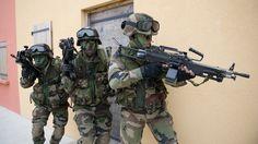 Vous avez entre 17 ans et demie et 29 ans, avec ou sans diplômes ? L'armée de Terre recrute des militaires du rang. Pourquoi pas vous ? Cliquez sur la photo pour en savoir plus.