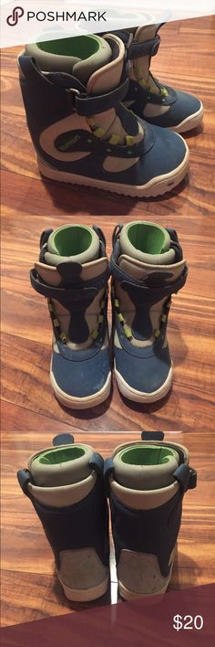 Burton Snowboard Boots Size 2 Kids burton Snowboard boots size 2! Great condition only worn a few times! Need new laces! Paid over $200! Check out my closet too Burton Shoes