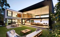 Nettelton 199 - Clifton - A project by SAOTA - Stefan Antoni Olmesdahl Truen Architects