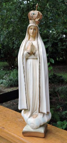 Vintage Madonna MARY Pilgrim Virgin of FATIMA Hand-Painted Chalkware Statue 14in