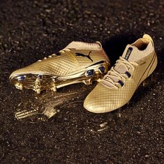 PUMA created these special edition gold cleats to celebrate Sergio Aguero becoming Manchester City's record goalscorer. Puma Football Boots, Adidas Soccer Boots, Cool Football Boots, Soccer Shoes, Sports Shoes, Nike Soccer, Adidas Sneakers, Girls Soccer Cleats, Soccer Gear