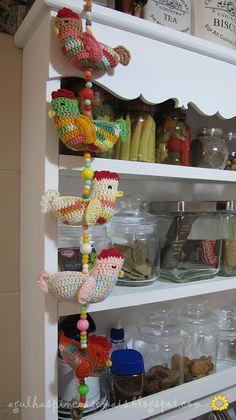 Agulhas e Pinceis: Móbile de crochê galinha caipira