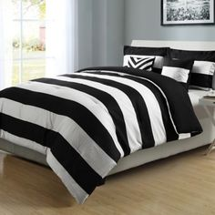 Graphic Stripe Reversible Comforter Set in Black/White - BedBathandBeyond.ca
