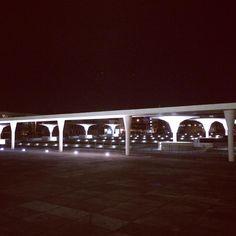 #staatstheater #darmstadt #viagemjovem #arquitetura #teatro #arquitektur Marina Bay Sands, Building, Travel, Road Maps, Arquitetura, Destinations, Theater, Darmstadt, Viajes