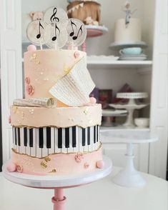 16th Birthday Cake For Girls, Music Birthday Cakes, Music Themed Cakes, Music Cakes, 16 Birthday Cake, Sweet 16 Birthday, Violin Cake, Rodjendanske Torte, Teacher Cakes