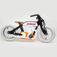 We present here one of our favorites!!!! Graphite balance bike!!! #kid #pilot #balancebike #bike #wood #woodshop #toy #rideon