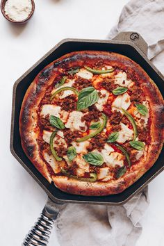 Make this recipe! It's vegan deep dish pizza baked in a HOT cast iron skillet with melted vegan mozzarella and homemade vegan sausage crumbles. Vegan Sausage Recipe, Vegan Pizza Recipe, Vegan Dinner Recipes, Sausage Recipes, Pizza Recipes, Vegan Meals, Vegan Food, Free Recipes