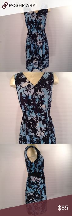 Akris Punto Silk Floral Dress Size 8 A colorful floral print dress by Akris Punto,size 8. The silk dress is lined and has 2 front pockets. The dress is in very good, gently worn condition, no noticeable flaws. Please feel free to email me with any questions or concerns. Thanks for you'r interest. Akris Punto Dresses Midi