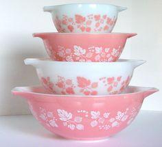 Vintage Pyrex Gooseberry Pink Cinderella Bowl Set (I want to start collecting Vintage Pyrex, esp the pinks, blues Rare Pyrex, Pyrex Set, Rare Vintage Pyrex, Pyrex Mixing Bowls, Pyrex Bowls, Antique Dishes, Vintage Dishes, Vintage Items, Vintage Plates