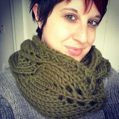 Vite (grapevine in Italian) is the perfect one-skein project with a super bulky yarn or 2 skeins of Breathless Cush (doubled). The lacy vine pattern makes this cowl/scarf less than overwhelming when doubled. Knit Cowl, Cowl Scarf, Knitted Shawls, Crochet Scarves, Knit Crochet, Super Bulky Yarn, How To Purl Knit, Shawls And Wraps, Knitting Patterns