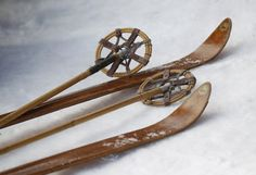 Skiing on nostalgia: Germans dust off antique ski gear for race - Photos Ski Vintage, Vintage Ski Posters, Vintage Stuff, Vintage Travel, Ski Equipment, Ski Racing, Ski Gear, Snow Fun, Winter Cabin