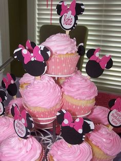 Cute idea to just use regular cupcakes and make homemade sticks to put in the center of the cupcakes!