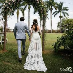 Casamento de  Ana Gequelin e Ruben Fontes. Foto: Rodolfo Roenick  precasamento.com #precasamento #sitedecasamento #bride #groom #wedding #instawedding #engaged #love #casamento #noiva #noivo #noivos #luademel #noivado #casamentotop #vestidodenoiva #penteadodenoiva #madrinhadecasamento #pedidodecasamento #chadelingerie #chadecozinha #aneldenoivado #bridestyle #eudissesim #festadecasamento #voucasar #padrinhos #bridezilla #casamento2016 #casamento2017
