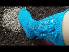 Crochet Slipper Boots, Crochet Slippers, Knit Or Crochet, Crochet Videos, Bare Foot Sandals, Crochet Accessories, Crochet Clothes, Arm Warmers, Knitting