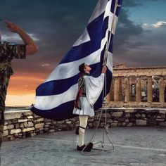 Honour to the flag Athens - Greece Zorba The Greek, Karpathos Greece, Greek Flag, Greece Pictures, Greek Warrior, Greece Islands, Army & Navy, Athens Greece, Skull Art