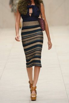 High wasted knit pencil skirt.