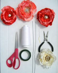 really good tutorial on how to attach stem to diy fabric flowers