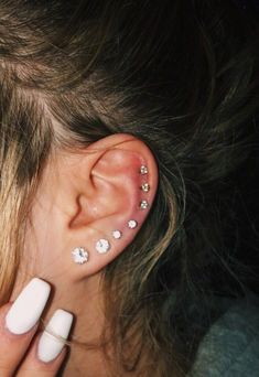 Trending Ear Piercing ideas for women. Ear Piercing Ideas and Piercing Unique Ear. Ear piercings can make you look totally different from the rest. Pretty Ear Piercings, Ear Piercings Chart, Ear Peircings, Types Of Ear Piercings, Multiple Ear Piercings, Unique Piercings, Different Ear Piercings, Piercings For Small Ears, Female Piercings