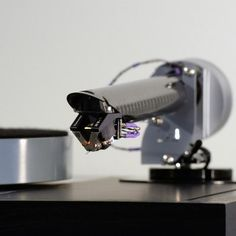 The is one of Dynavector's top cartridges. Pictured here looking pretty purposeful on The Wand Tonearm, fitted to a Linn Sondek Stylus Audio of Sweden have been having fun trying the Linn-Wand combo with a wide range of cartridges. Music System, High End Audio, Hifi Audio, Record Player, Audiophile, Turntable, How To Look Pretty, Wands, Gears