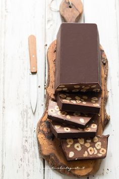 Torrone dei morti: not a classic egg white torrone, but made with various chocolate types and chocolate-hazelnut spread Köstliche Desserts, Chocolate Desserts, Delicious Desserts, Dessert Recipes, Yummy Food, Chocolate Smoothies, Chocolate Shakeology, Frosting Recipes, Candy Recipes