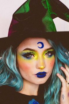 Looking for for inspiration for your Halloween make-up? Browse around this site for unique Halloween makeup looks. Simple Witch Makeup, Kids Witch Makeup, Pretty Witch Makeup, Halloween Makeup For Kids, Scary Makeup, Halloween Kostüm, Women Halloween, Makeup Man, Halloween Costumes