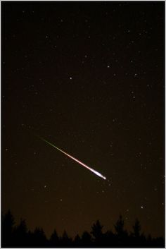 An exceptional shot of a 2009 Leonid Meteor (Photo CC by Ed Sweeney)