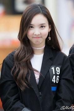 She's so cute uwuwu Kpop Girl Groups, Korean Girl Groups, Kpop Girls, Tofu, Snsd Yuri, Twice Once, Chaeyoung Twice, Nayeon Twice, Twice Kpop