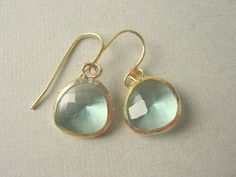 The color of these is so clear and beautiful. Very romantic yet unfussy - my favorite