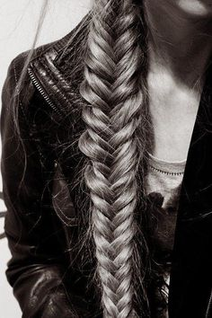 I would love to have hair long enough to do this... Fishtail braid, beau!