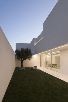 German Architecture, Minimalist Architecture, Minimalist Interior, Modern Staircase, Staircase Design, Spanish House Design, Home Building Design, Modern Exterior, Decoration
