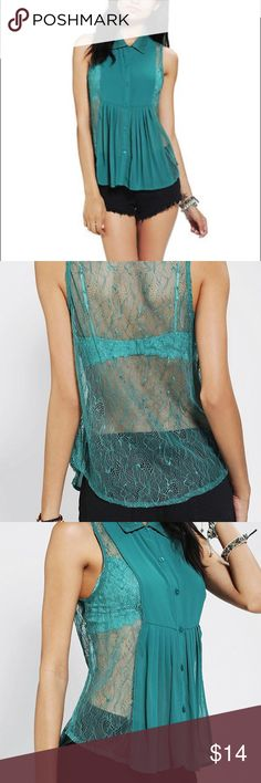 Doe and Rae sleeveless lace top This tops is so cute and comfy. NWOT Urban Outfitters Tops Blouses